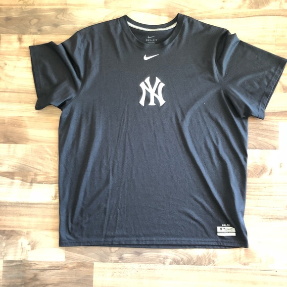 Nike  Dri-Fit Yankees Athletic Shirt 880d387e434